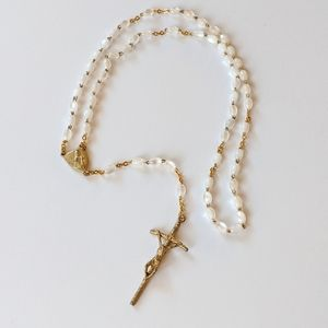 Jewelry - Gold Tone Rosary With Pearlescent Beads